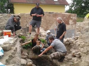 Justin Schmidt (unten rechts) mit interessierten Besuchern